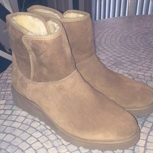 Size 11 UGGs tan never worn